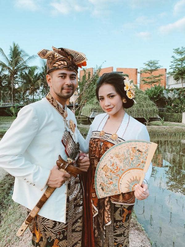 Seleb Indonesia saat Pakai Kebaya Bali (Sumber: Instagram/raffinagita1717