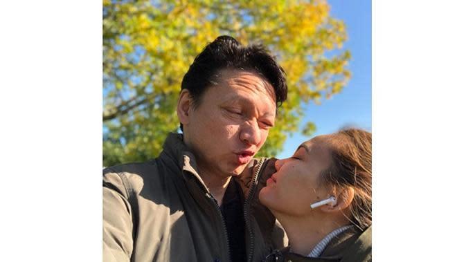6 Momen Mesra Rina Nose dan Josscy Aartsen Setelah Menikah, Semakin Lengket (sumber: Instagram.com/josscy)