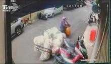 騎車自備「大尾」 拖6大袋回收掃倒機車逃