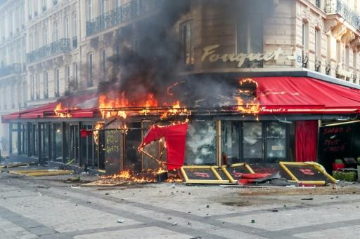 'Le Fouquet's' brasseries-- frequented by politiicans and film stars -- was targetted
