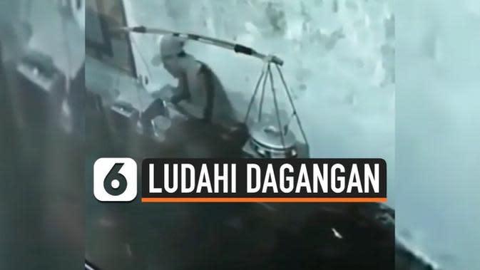 VIDEO: Terungkap, Ini Alasan Tukang Bakso Ludahi Dagangannya