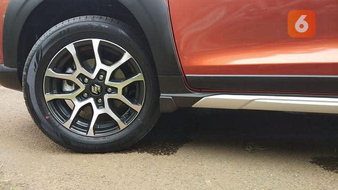 Suzuki XL7 memiliki ground clearance 200mm. Paling pendek dibanding kompetitornya. (Septian/Liputan6.com)
