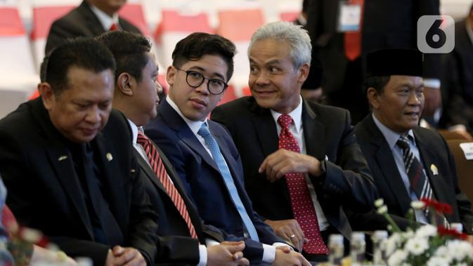 Gubernur Jawa Tengah Ganjar Pranowo menghadiri acara penganugerahan gelar kehormatan Doktor Honoris Causa Dr. HC. Puan Maharani dari Universitas Diponeoro, Semarang, Jawa Tengah, Jumat (14/2/2020). (Liputan6.com/Johan Tallo)