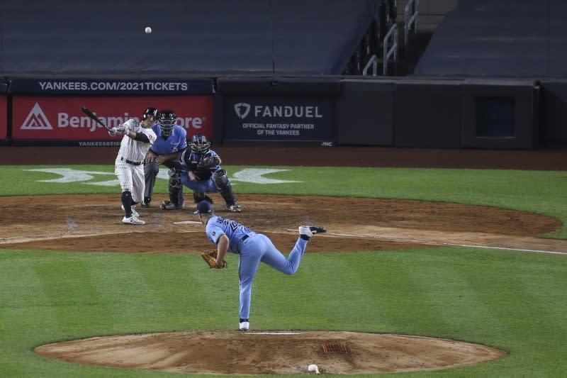 Yankees blast Blue Jays, belt record six homers in third straight game
