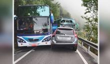 南投清境2台「中型遊覽車」追撞 共18人受輕傷