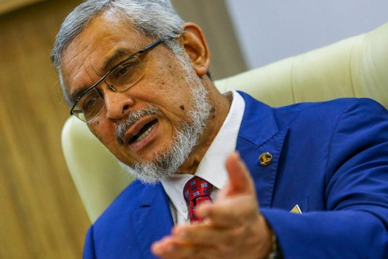 Former federal minister Khalid Abdul Samad has lambasted the mufti of Perlis for allegedly fanning racial tensions. — Picture by Hari Anggara