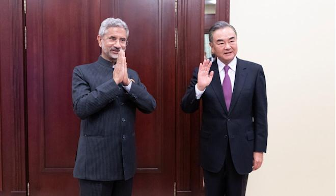 Chinese Foreign Minister Wang Yi (right) and his Indian counterpart Subrahmanyam Jaishankar meet in Moscow on Thursday. Photo: Reuters
