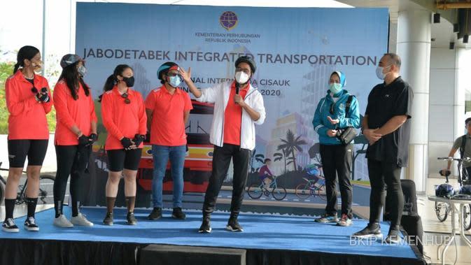 Menteri Perhubungan Budi Karya Sumadi Melakukan Sosialisasi PM Nomor 59 Tahun 2020 Tentang Keselamatan Pesepeda di Jalan Bersama Dirjen Perhubungan Darat Budi Setiyadi, Walikota Tangerang Selatan Airin Rachmi dan Influencer di Terminal Intermoda BSD City pada Minggu (4/10).