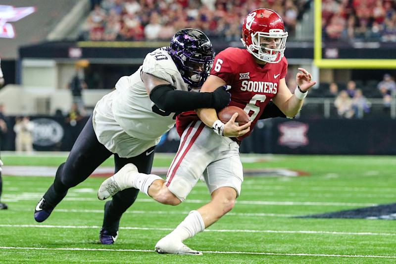 ARLINGTON, TX - DECEMBER 02: Oklahoma Sooners quarterback Baker Mayfield (6) runs from TCU Horned Frogs defensive tackle Ross Blacklock (90) during the game between the Oklahoma Sooners and the TCU Horned Frogs on December 02, 2017 at the AT&T Stadium in Arlington, Texas. Oklahoma defeats TCU 41-17 to win the Big 12 Championship. (Photo by Matthew Pearce/Icon Sportswire via Getty Images)