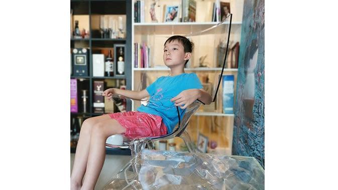 Bocah Ini Sengaja Minta Dipukul Ibunya, Alasan di Baliknya Bikin Haru (sumber: 8days.sg)