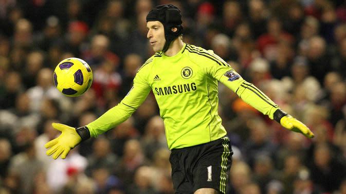 Petr Cech diboyong Chelsea saat berusia 22 tahun dengan nilai transfer sembilan juta poundsterling. Selama 11 musim kiper asal Ceska itu menjadi andalan The Blues. (EPA/Lindsey Parnaby)