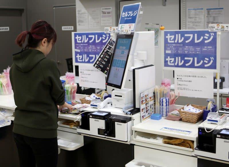 Jepang ingin tanpa uang tunai, tetapi kelompok lansia tidak begitu tertarik