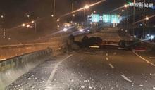 氫氣槽車國道翻覆起火 駕駛重摔身亡