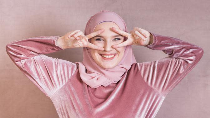 Ilustrasi perempuan muslim. Credit: freepik.com