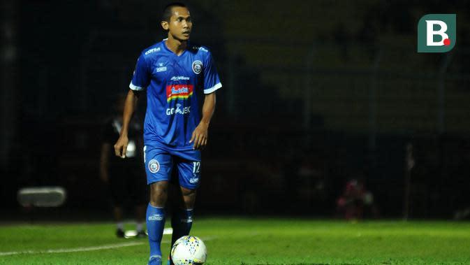 Pemain Arema, Hendro Siswanto, kembali adaptasi jadi bek kanan. (Bola.com/Iwan Setiawan)