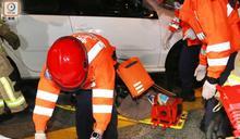 粉嶺單車漢捱私家車撞捲車底 腳部受傷送院急救