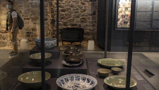 Suasana pameran porselen China di Museum Istana Topkapi, Istanbul, Turki, 2 Oktober 2020. Museum Istana Topkapi memamerkan hampir 12.000 buah koleksi porselen China, menyuguhkan kronologi lengkap sejarah evolusi porselen China dari abad ke-13 hingga ke-19. (Xinhua/Osman Orsal)