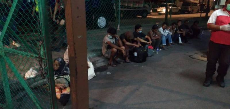 Authorities screened the health of 68 Malaysians including 17 women as well as 15 foreigners including four women, who were seen loitering in several areas of Kuala Lumpur. ― Picture via Facebook/Dewan Bandaraya Kuala Lumpur