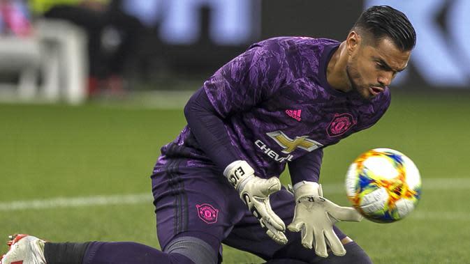 Sergio Romero - Bergabung pada 2015, Romero menjadi pemain Argentina ke 6 yang memperkuat Setan Merah. Romero menjadi kiper cadangan Manchester United. (AFP/Tony Ashby)