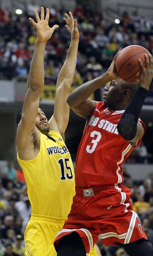 No. 8 Wolverines hold off comeback Buckeyes 72-69