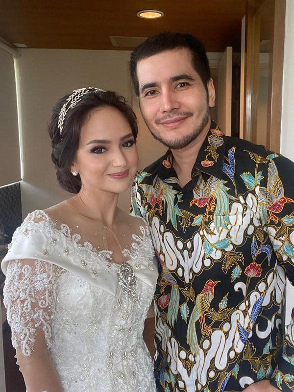 Momen Pernikahan Angelica Simperler dan Rico Hidros Daeng. (Sumber: Instagram.com/agungsaputrabm)