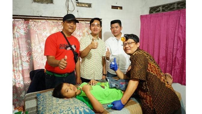 Jadi Calon Wali Kota Solo, Ini 6 Potret Gibran Rakabuming Blusukan ke Masyarakat (sumber: Instagram.com/gibran_rakabuming)