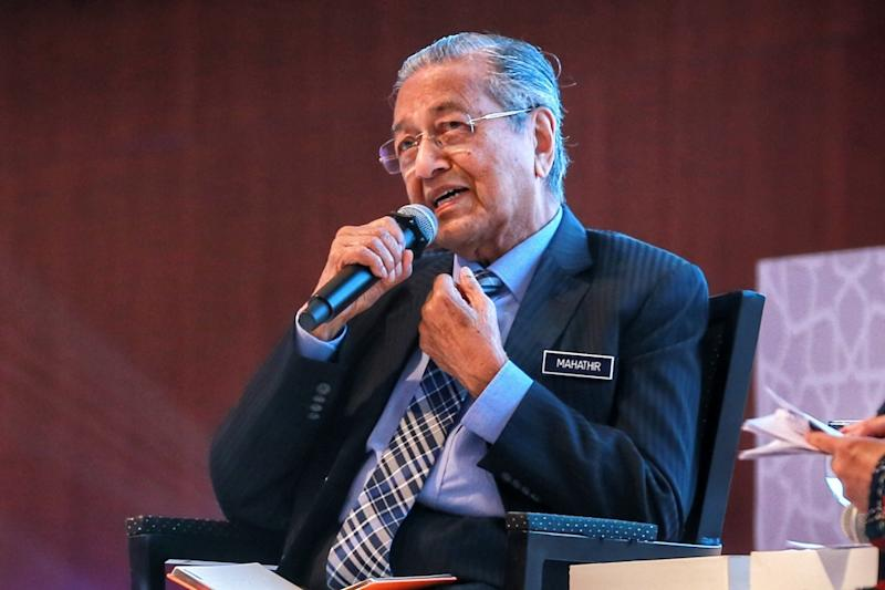 Dr Mahathir urged members of the public to comply with the movement control order. ― Picture by Ahmad Zamzahuri