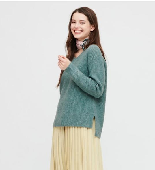 Women Souffle Yarn Side Slit V-Neck Sweater. Image via Uniqlo.