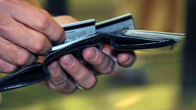 Ilustrasi penipuan uang.