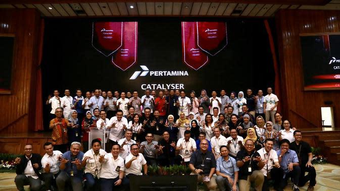 Direksi Pertamina dan peserta Catalyser, sebagai program akselerasi pengembangan kapabilitas kepemimpinan terbesar di kawasan Asia Tenggara pada acara penutupan tahun I Cohort I, Jakarta, 17 Oktober 2019.