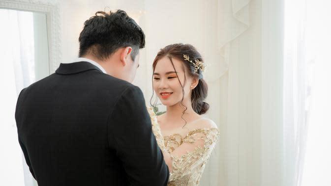 ilustrasi pernikahan bahagia/Photo by Hiển Nguyễn from Pexels