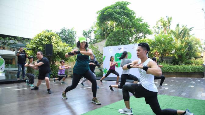 Sebelum mengikuti sharing session dari Gillian Koh, para peserta terlebih dahulu olahraga HIIT bersama Stevan dari Studio Active Barn. (Fimela.com/Adrian Putra)