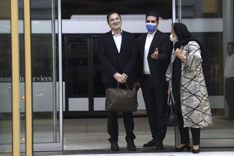 Dokter Iran dibebaskan dalam pertukaran dengan veteran Angkatan Laut kembali ke Teheran