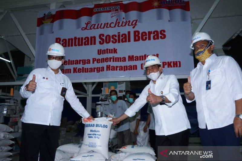 Hingga Oktober, Bulog salurkan 146,9 ribu ton beras bansos