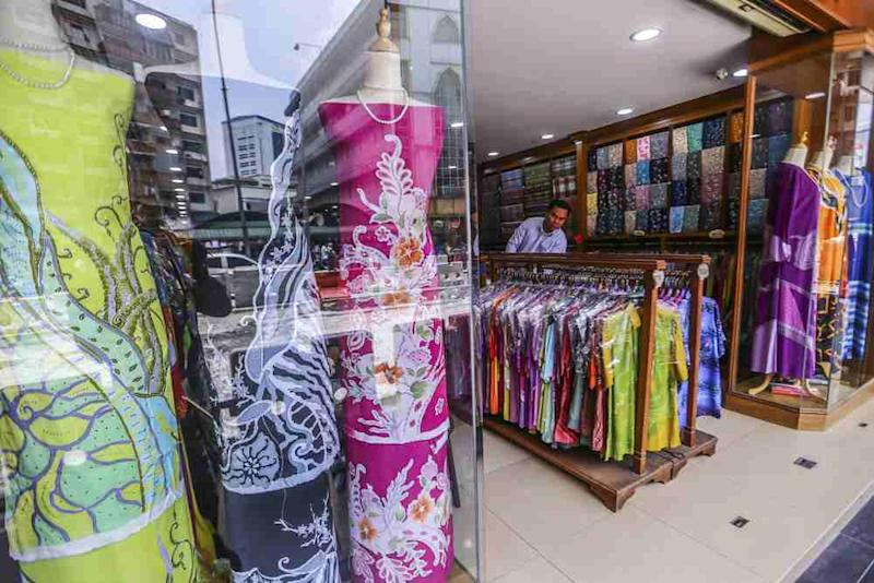 At TRG Batik Gallery in Masjid India you can find batik fabric as well as clothes in a wide price range.