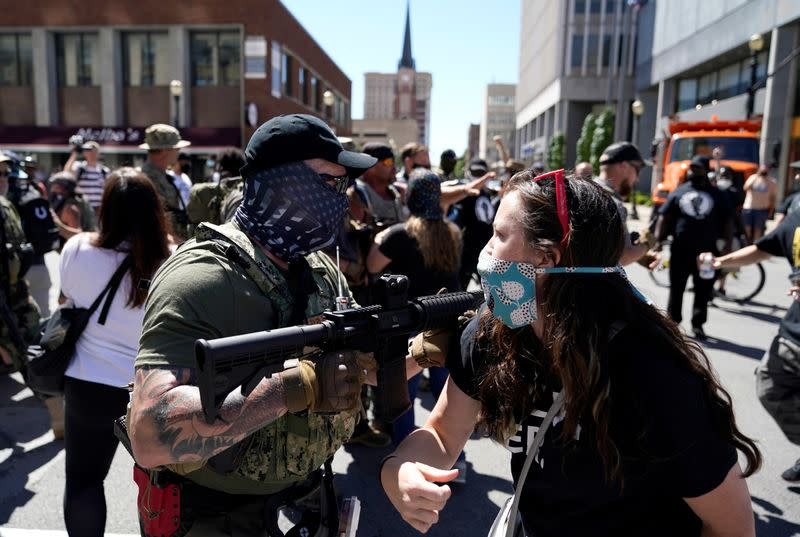 Rival groups square off at Kentucky Derby, Rochester police use tear gas