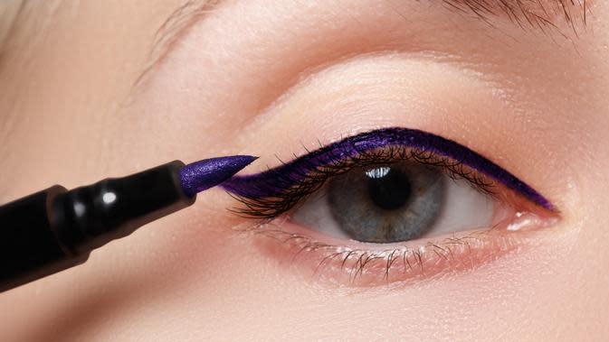 Eyeliner Colorful (Sumber: shutterstock)