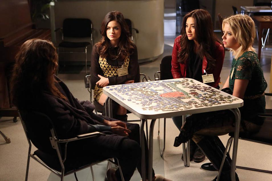 """Pretty Little Liars"" - ""I'm Your Puppet"" LUCY HALE, SHAY MITCHELL, ASHLEY BENSON"