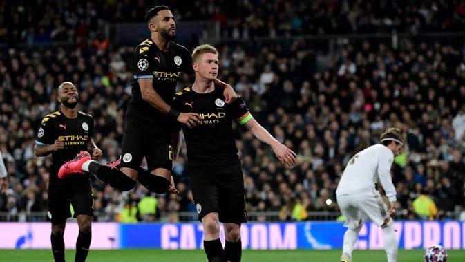 Gelandang Manchester City, Kevin De Bruyne, berhasil mencetak satu gol dan assist sekaligus membantu timnya menang 2-1 atas Real Madrid, pada laga leg pertama 16 besar Liga Champions, di Santiago Bernabeu, Rabu (26/2/2020). (AFP/Javier Soriano)