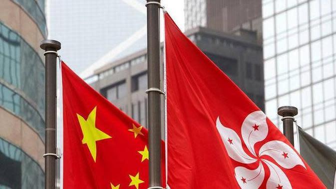 Bendera Hong Kong dan China berkibar berdampingan (AFP)