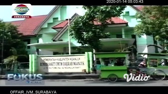 VIDEO: Rumah Roboh Timpa Satu Keluarga, Balita Selamat Didekap Ibunya