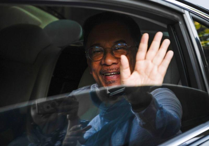 Datuk Seri Anwar Ibrahim's scheduled meeting with the Yang di-Pertuan Agong comes following confirmation that Prime Minister Tun Dr Mahathir Mohamad had resigned from his post earlier today.― Bernama pic