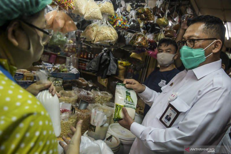 Dirut Bulog pastikan operasi pasar untuk beras dan gula lancar