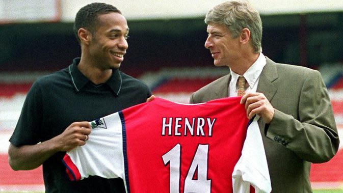 Arsene Wenger bersama Thierry Henry (AFP/Sinead Lynch)