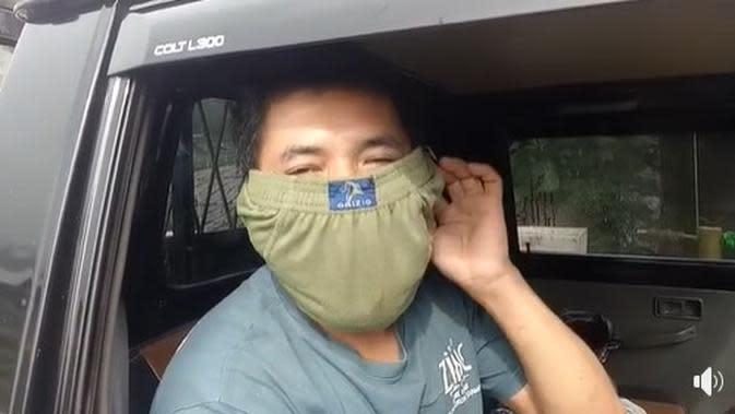 Tak Ada Masker, Sopir Mobil Pikap Gunakan Celana Dalam