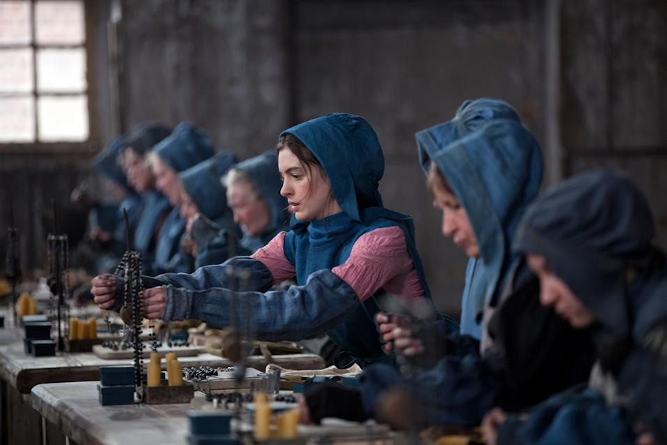 LES MISERABLES, Anne Hathaway (center), 2012.