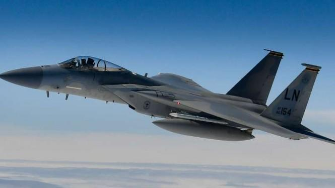 Tim SAR Temukan Serpihan Pesawat Tempur F-15 Eagle yang Tabrak Laut