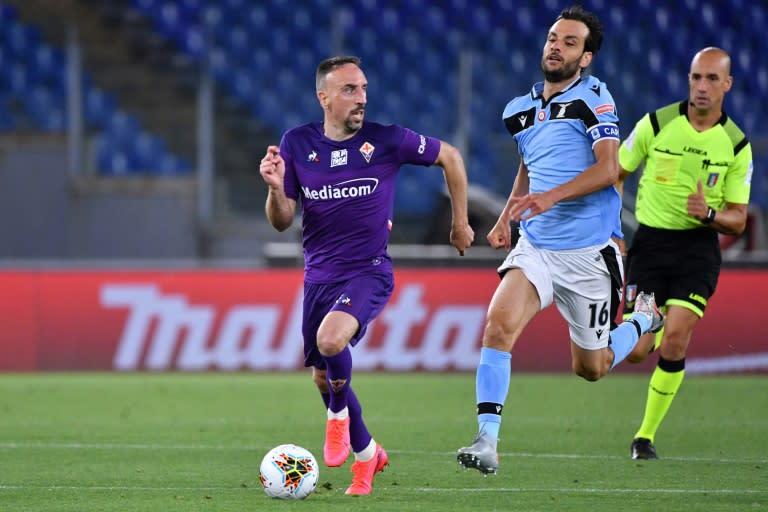 Fiorentina's Franck Ribery outruns Lazio's Italian midfielder Marco Parolo in Rome