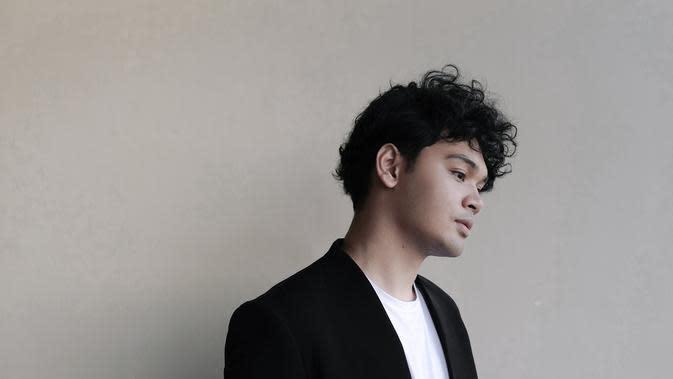 Lirik Lagu Human – Mikha Angelo
