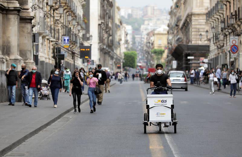 Italy's daily coronavirus death toll steady, new cases fall